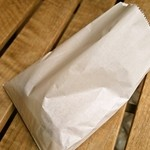 西川のぱんじゅう - 白い包装の紙袋が何とも昔ながらって感じ