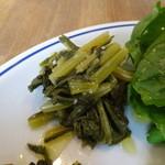 ルナ ピエナ - 前菜の盛り合わせ:蕪の葉のオリーブオイル炒め