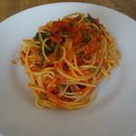 ルナ ピエナ - ほうれん草とケッパーのトマトソース