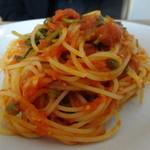 ルナ ピエナ - ほうれん草とケッパーのトマトソース・アップ
