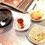 32502048 - 冷麺に付く小鉢