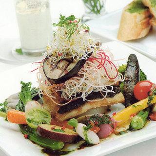 ダイナミックかつ繊細な野菜を活かした料理の数々!