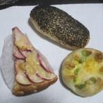 32504440 - 枝豆チーズ、りんごのパン、
