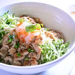 ★サラダ麺★ 焼き豚肉のせ、ヌクチャム添え