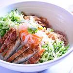 ★サラダ麺★ 魚ソーセージのせ ヌクチャム添え