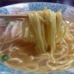 お食事処 松葉 - 麺です。麺はちょっと湯がきすぎって感じでした。もう少し硬めの方が良い感じですね。