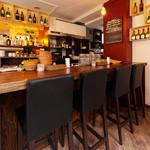 ワインカフェ - 居心地のいいカウンター席