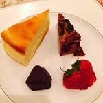 モンレーヴ・カフェ - チーズケーキ&チョコブラウニー フルーツの盛り合わせ