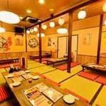 昭和食堂 - レトロな雰囲気の広々座敷席。足を崩して美味しい料理を楽しみませんか?