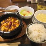 32520255 - 「麻婆豆腐ランチ:サンダーstyle(おかわり無料ライス・サラダ・スープ付)」 980円