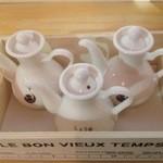 ワシン トーキョー - 醤油・酢・辣油は、綺麗な入れ物に