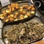 32525318 - 新潟名物の栃尾の油揚げと舞茸も朝食からいただけます( ´ ▽ ` )
