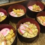32525319 - 新潟名物のわっぱ飯。蟹も入った豪華な朝食です(*´-`*)