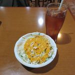 アイキッチン - サラダ、アイスティー(2014/11/12撮影)