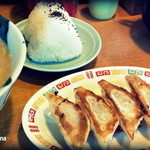 ちんねん亭 - 700円のセット ラーメン+おにぎり2個+餃子4個