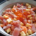 葉山港湾食堂 - ミニ海鮮丼