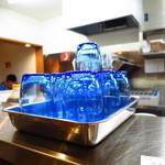 とさの家 - 王道の青プラスチックコップ
