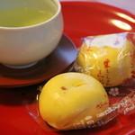田島屋旅館 - 白餡と美濃名産の栗。味の変化が楽しめる温泉饅頭