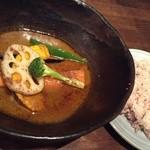 32533306 - 野菜カレー&赤いご飯