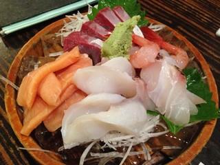 いたる 香林坊店 - 日本海おさしみの桶盛り(小おけ)