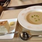 コピーヌ - キャベツのスープ、フォカッチャ(コース料理)