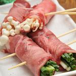 やきとん大王 - 料理写真:牛タンに野菜をだっぷり入れ、巻き!他店では 味えない味