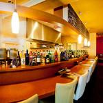イタリアンダイニング マッシュルームプライム - カウンター越しにスタッフとの会話を楽しめるのも魅力のひとつ