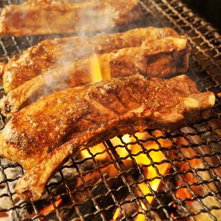 じっくり焼き上げたお肉は絶品です。