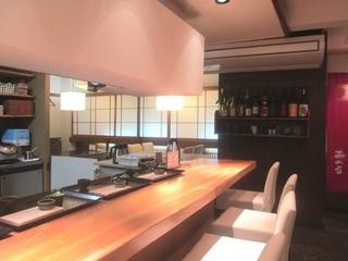 和食 みのる - 店内はカウンター席とテーブル席共に綺麗2014/11月