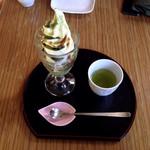 32559691 - 抹茶ソフトパフェ(多分350円前後)、お茶付き