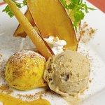 KICHIRI - ほくほくとした食感と深い甘さが特徴の徳島産のなると金時を100%使用した、焼きたてのスイートポテトです。素朴な味わいの和栗アイスを添えています