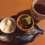 神楽坂 久露葉亭 - ランチセットのデザートは杏仁豆腐と葛餅。