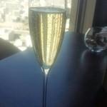 32564856 - 昼シャンパン
