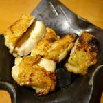 32565584 - 旨味が引き立つ大山鶏もも炭火やわらか焼き