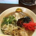 Itsupukuramen - ラーメン 650円 無料のもやしと紅生姜をトッピング