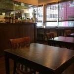 CHINA  MAPLE CAFE 明楓 - 二人掛けテーブルが6卓あります