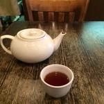 CHINA  MAPLE CAFE 明楓 - お茶がポットで出ます