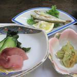 かじか庵 - 鯉の洗い・長湯温泉名物のわかさぎの塩焼き・芋がらの酢の物