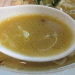松福 - うまいラーメンのスープ