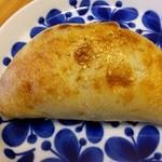 32580625 - 牛煮込みパン210円