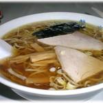 龍亭 - 強いしょうゆの香りと多量の油 中華そば 500円