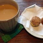 紅茶舗 葉々屋 - ディンブラで淹れたミルクティーとミニ過ぎるミニスコーン(^-^)