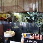 大砲ラーメン - 「大砲ラーメン本店」厨房