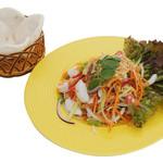 レモングラスと海鮮のピリ辛サラダ