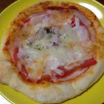 寿屋ベーカリー - 国産小麦のピザ