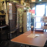亜細亜食堂 ミルチ - 奥の席から入口側を見ております