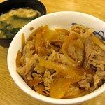 松屋 - 牛めし(並)320円(味噌汁付き)