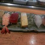 心寿司 - 握り寿司ランチの一部(本日もカウンターで立喰い気分♪)