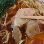 松喜食堂 - 薄くスライスされているのがこちらのチャーシューの特徴です!