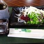 多田水産 - わら焼き生鰹たたき・1人前(500円)